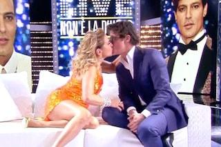 """""""Ti darei un bacio in bocca"""": Barbara D'Urso bacia Gabriel Garko, lui non porta più la fede"""