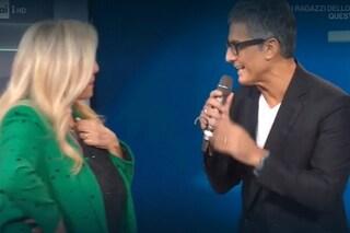 """Fiorello fa una sorpresa a Mara Venier, colpo di scena a Domenica In: """"Per te salto la pennica"""""""