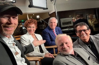Il cast di Happy Days riunito 45 anni dopo, effetto nostalgia all'evento per Garry Marshall