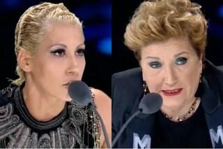 """""""Non puoi cantare Salmo se non sei Salmo"""" fischi a Malika a XF13, Mara Maionchi: """"Che ca**o dici?"""""""