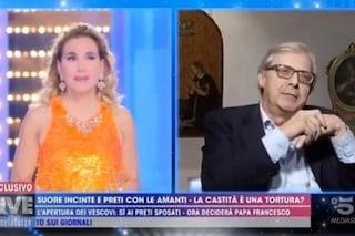 """Religione e castità, Vittorio Sgarbi a Barbara d'Urso: """"Indemoniata! Stai sputt**do la chiesa"""""""