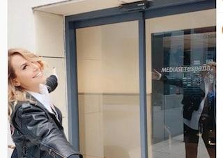 """Barbara d'Urso negli studi di Mediaset Espana: """"Mai fermarsi, restate sintonizzati"""""""