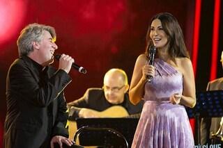Tu si que vales, Sabrina Ferilli canta con suo cugino e si commuove