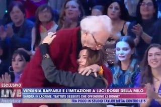 """Mughini ad Alba Parietti: """"Non sai niente, racconti sciocchezze"""", poi la bacia e scoppia la pace"""