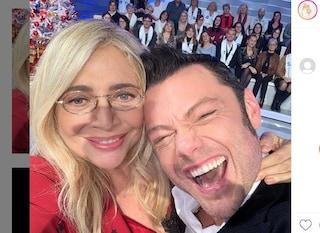 """""""Gay in Tv sì, ma non a Natale"""", Mara Venier risponde a una fan difendendo Tiziano Ferro"""
