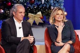 Simona Ventura e Giovanni Terzi confermano le nozze, lei mostra l'anello di fidanzamento