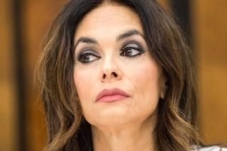 """Maria Grazia Cucinotta è con Amadeus: """"A casa sto un passo indietro, ma non mi sento meno donna"""""""