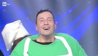 Il Mastino de Il cantante mascherato 2020 è Alessandro Greco: tutti gli indizi