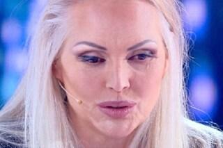 """Anna Oxa contro la Rai: """"Sono sulla lista nera, non mi vogliono e non mi pagano l'infortunio"""""""