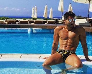 Chi è Matteo Alessandroni, uno dei Super Boys del Grande Fratello Vip: litigò con Carmen Di Pietro