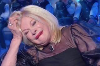 """Sandra Milo in lacrime a Domenica In: """"Ero disperata, volevo buttarmi sotto la macchina del Papa"""""""