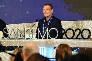 Sanremo 2020, la conferenza stampa di Amadeus tra polemiche, cachet e big in gara