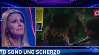 """Scherzo crudele ad Adriana Volpe sul tradimento del marito: """"Non ci credo"""""""