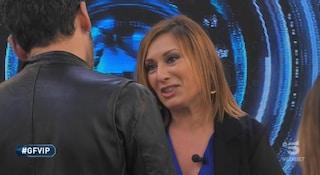"""GF Vip, Nunzia la sorella di Pago entra in casa: """"Siamo orgogliosi di te"""""""