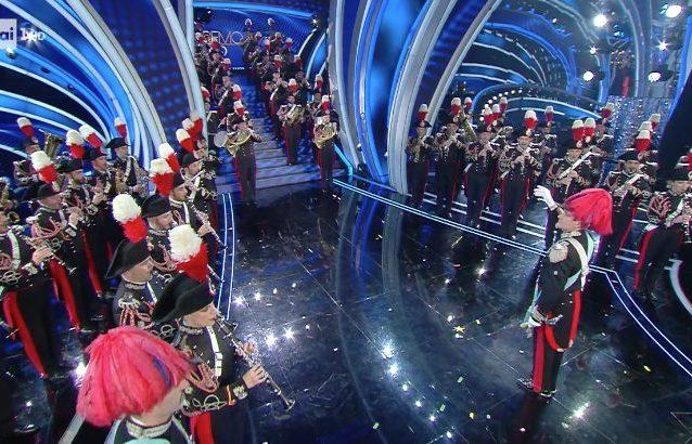 La finale di Sanremo 2020 si apre con l'Inno di Mameli suonato dall'Arma dei Carabinieri