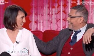 """Andrea Vianello con la moglie Francesca a Vieni da Me: """"Senza la famiglia non ce l'avrei fatta"""""""