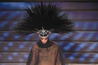 Fischi ad Achille Lauro a Sanremo, i look eccentrici sollevano il pubblico dell'Ariston