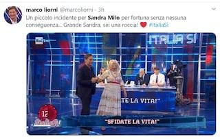 Incidente per Sandra Milo a Italia Sì, l'attrice cade in diretta dal palchetto