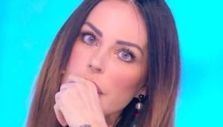 """Barbara d'Urso annuncia Nina Moric ospite, ma lei non c'è e la accusa da casa: """"Bugiarda"""""""