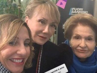 La sorella di Diletta, Ambra, mamma Ofelia e nonna Elena all'Ariston nella prima serata del Festival