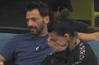 """Serena Enardu litiga con Pago e scoppia a piangere: """"Non posso pagare per tutta la vita, me ne vado"""""""