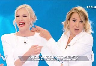 Barbara d'Urso e Federica Panicucci si abbracciano a Verissimo, segno di pace tra le eterne rivali