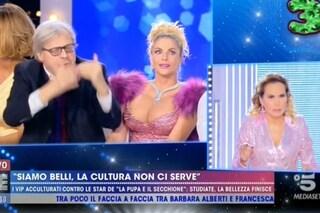 """Barbara D'Urso caccia Sgarbi, dietro le quinte la lite con l'autore: """"Chieda scusa o se ne vada"""""""