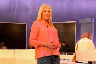 """Eleonora Daniele tra Covid-19 e gravidanza: """"Si preoccupano per me, ma non lascerò il mio lavoro"""""""