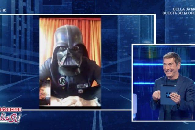 Fiorello a ItaliaSì mostra la sua mascherina, ma è quella di Darth Vader 2