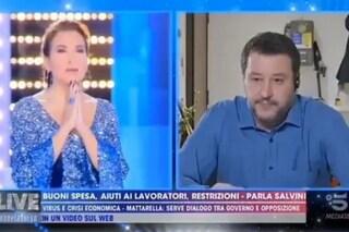 Salvini e Barbara D'Urso recitano l'Eterno Riposo in diretta tv per le vittime di coronavirus