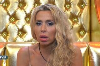 """Valeria Marini scopre che Cecchi Gori è in ospedale e piange: """"Pensavo si trattasse di mia madre"""""""