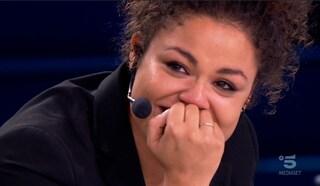 """Amici 2020, Nyv in semifinale si commuove per la sorpresa della sorella Estelle: """"Ti voglio bene"""""""