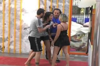 """GF Vip, Fernanda Lessa dopo la rissa con Antonella Elia: """"Mi ha fatto dei lividi, vade retro Satana"""""""