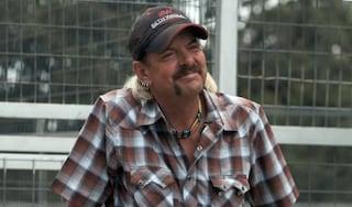 La storia di Joe Exotic, il Tiger King che ha chiesto la grazia dopo una condanna a 22 anni