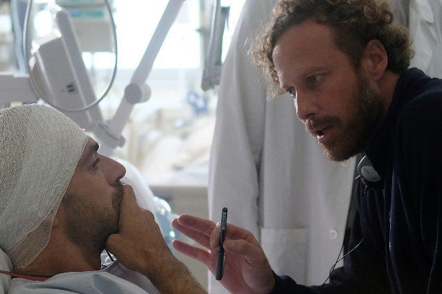 Luca Argentero e Jan Maria Michelini sul set di Doc – Nelle tue mani