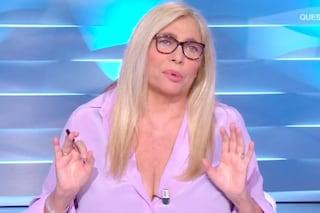"""Mara Venier sbotta in diretta a Domenica In: """"Qua non si capisce niente, parlano con le mascherine"""""""
