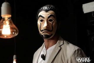 Alchimista toglie la maschera a Uomini e Donne, l'identità del corteggiatore svelata tra qualche ora