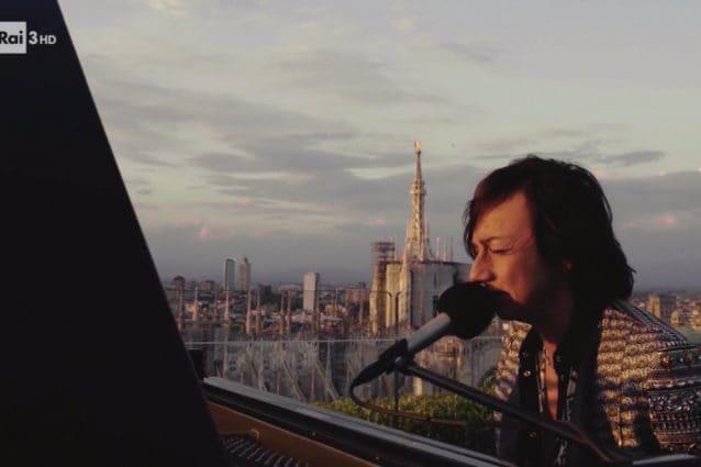 Gianna Nannini canta dai tetti di una Milano deserta per il Primo Maggio 2020