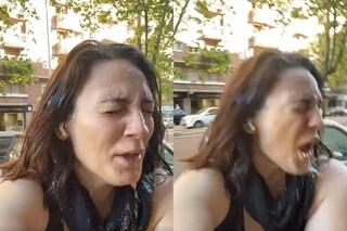 """La Fase 2 di Francesca Manzini, la spremuta d'arancia finisce in faccia: """"Volevi l'asporto?"""""""