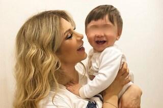 """Paola Caruso: """"Non lavoro da tre mesi. Cosa mi preoccupa di più? Il futuro di mio figlio Michele"""""""