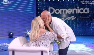 """La sorpresa di Nicola Carraro a Mara Venier nel giorno del loro anniversario: """"Il giorno più bello"""""""