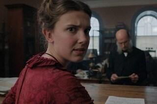 """Gli eredi di Conan Doyle fanno causa a Netflix per Enola Holmes: """"Violati i diritti di Sherlock"""""""