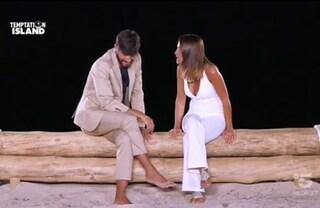 """Temptation Island, Anna e Andrea escono insieme. Lei: """"Come sempre devo decidere io"""" e lo bacia"""