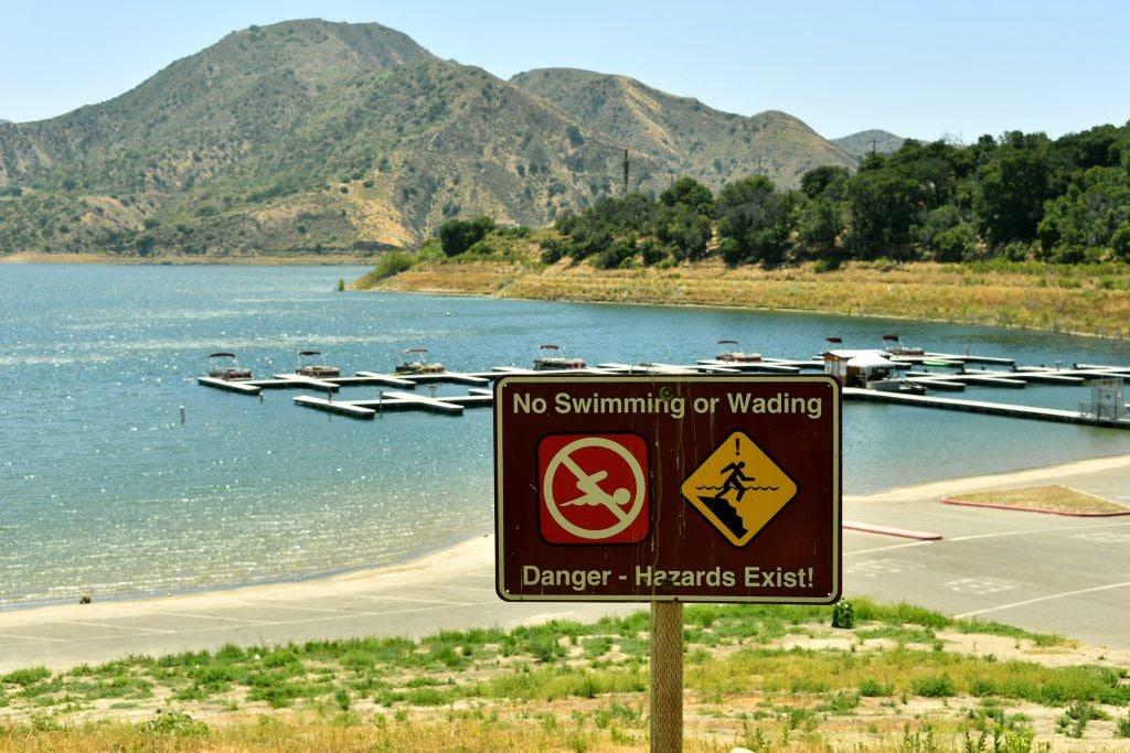 I divieti di nuoto a ridosso del lago Piru