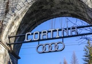 Donnaventura, il simbolo Audi all'ingresso di Cortina confuso con i cerchi Olimpici