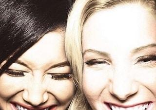 """""""Sei qui con me"""", Heather Morris ricorda Naya Rivera: fidanzate in Glee, erano amiche nella realtà"""