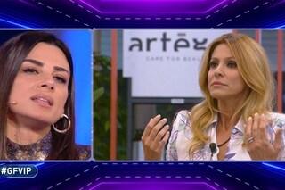 """Adriana Volpe attacca Serena Enardu per la torta con la svastica: """"Una svista? Una svastica!"""""""
