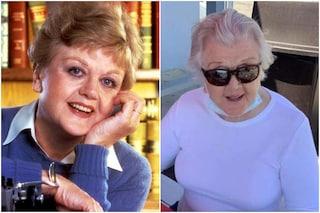 Angela Lansbury oggi, La signora in giallo ha 94 anni: eccola con mascherina e occhiali a Malibu