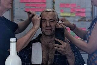 """The Witcher 2, Henry Cavill si mostra in sala trucco: """"Siamo a prova di Covid"""""""