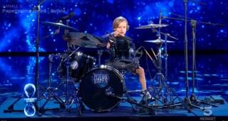 """Tu Sì Que Vales, Alessandro batterista a 5 anni conquista la giuria: """"Io suono heavy metal"""""""